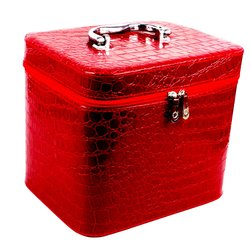 Чемоданчик для косметики YRE BIG красный лаковый 23х18х19 см (126-1)