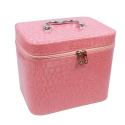 Чемоданчик для косметики YRE MEDIUM лаковый - светло-розовый, 21х14,5х16 см (126-1)