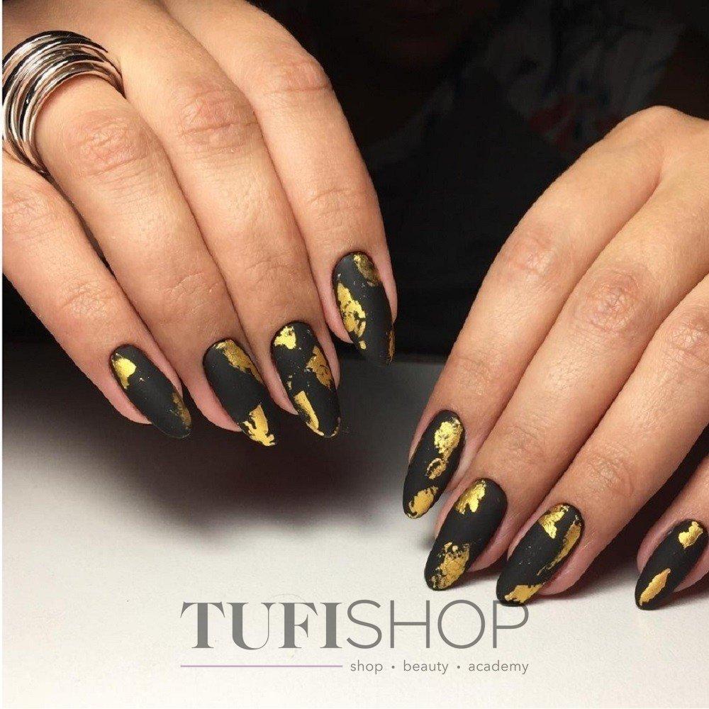 Картинки по запросу черные ногти с золотом